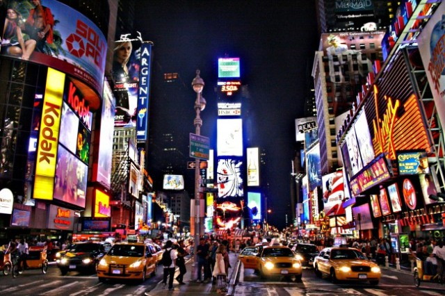 Times_Square-650x433