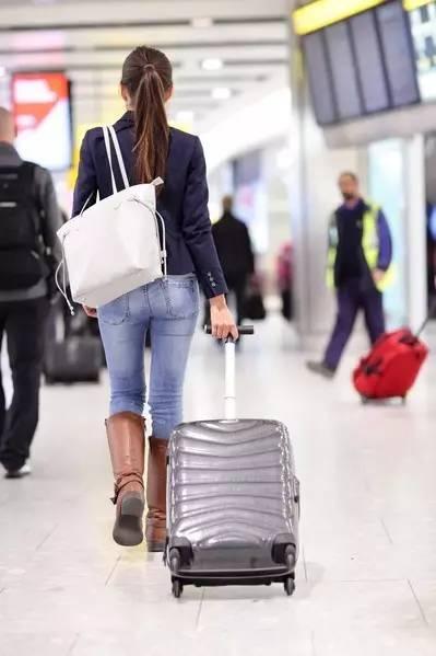 搭飞机必读!记住这些小窍门轻松旅行还能省钱