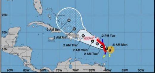 """飓风玛丽亚升级到""""极其危险的4级风暴"""