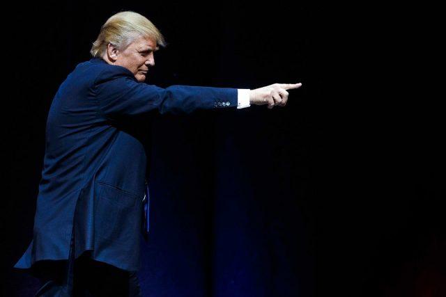 身高1米9,特朗普却有一双小于85%美国男人的手