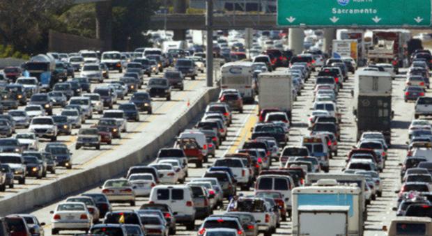 在美国开车有多不易 美国人给自己算了一笔账