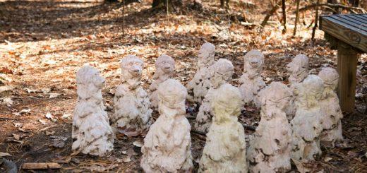 在华人聚集区的这群奇怪的雕像群你见过吗?