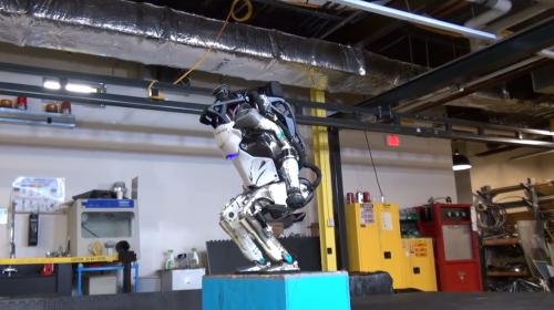 天啦噜!被谷歌卖掉的机器人不仅会跳跃,还会后空翻?!