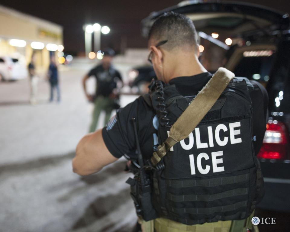 ICE向洛杉矶122个企业发检查通知,这样的行动离亚城还会远吗?