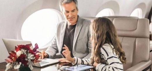他们出租私人飞机给熊孩子们摆拍放朋友圈炫富
