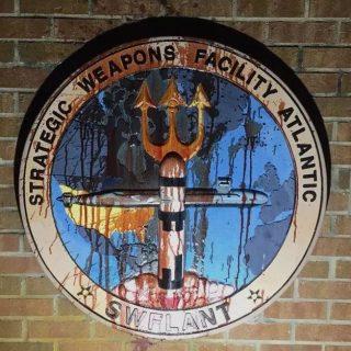 突发!美军佐治亚州核武基地被砸了!是7名美国大爷大妈抡大锤干的...