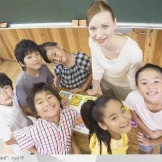 为孩子能上好学校,华人父母被勒索、被罚款,还有的被关监狱...