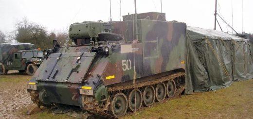"""美国国民警卫队装甲车被盗街头 """"飚车"""",警方一路开道"""