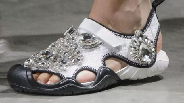 要囤吗?曾经丑哭你的洞洞鞋,要在地球灭绝了!?