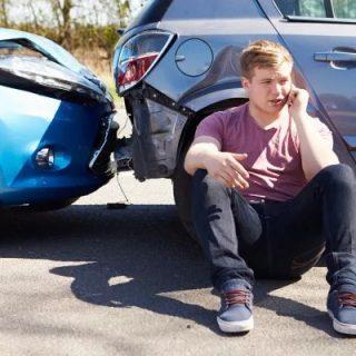 在美国试开新车时把车给撞了!咋整?