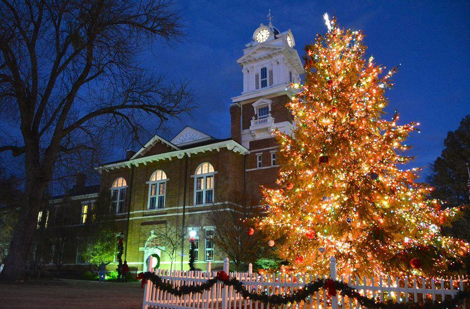Gwinnett Historic Courthouse 街灯展