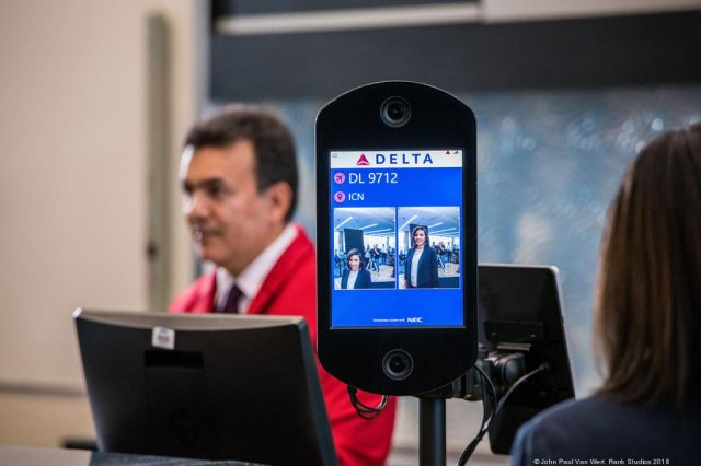 """告别护照全程""""刷脸""""!全美首个生物识别航站楼将在这个机场启用"""