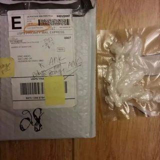 加州华人收到退件邮包 里面疑似冰毒 寄件人竟是30年前的...
