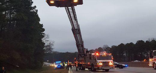 今早400路封路数小时 I-285上有行人被撞死 真是多事的一大早!