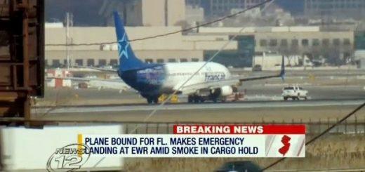 货舱起火致客机迫降新泽西 乘客滑梯逃生