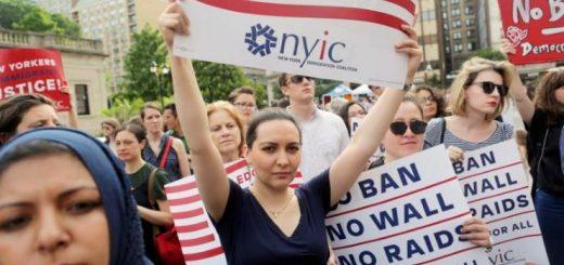 美国多达四分之一的孩子 父母中至少有一人是移民
