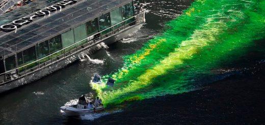全美多地举行圣帕特里克节游行 芝加哥河水被染绿