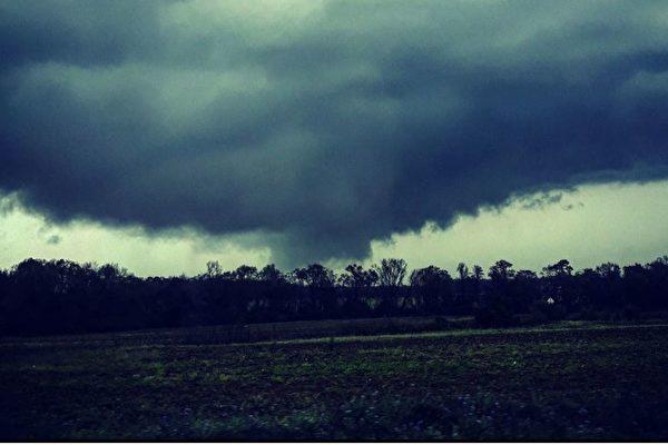 强风暴侵袭美德州 多人遇难 含两幼童