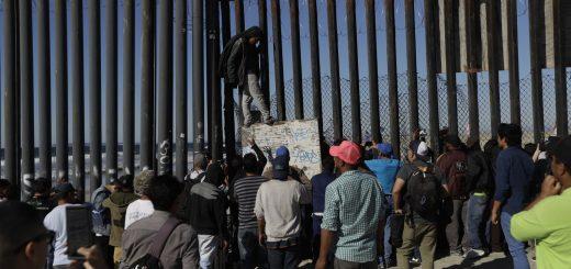 """白宫要求国会增加45亿美元的紧急边境支出 """"不建墙只派人"""""""