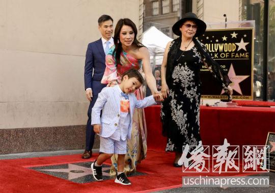 影星刘玉玲摘星光大道之星 华裔再写好莱坞传奇