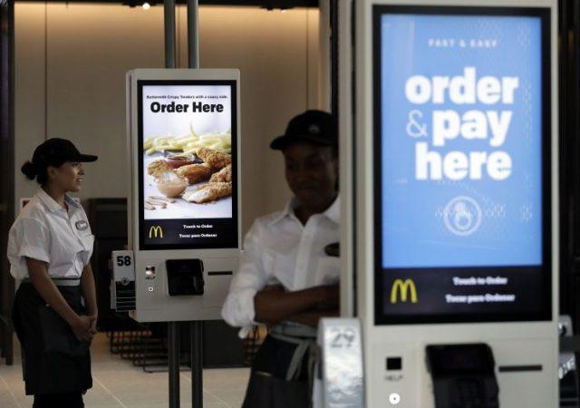 """麦当劳提供开水把小孩烫出水泡 """"我们要的是冷水"""""""