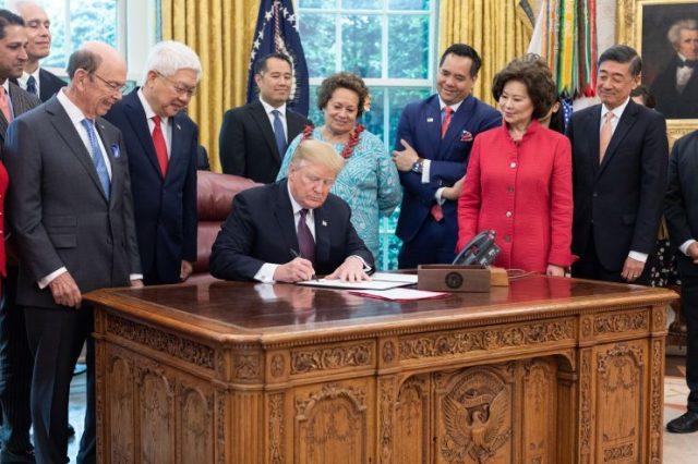 特朗普签署行政令 给亚太裔企业更多机会与资源