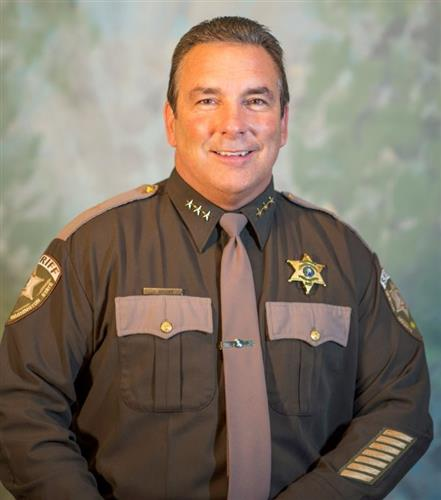 """多位警长宣称:不会遵守""""庇护""""法!甚至认为应逮捕州长"""