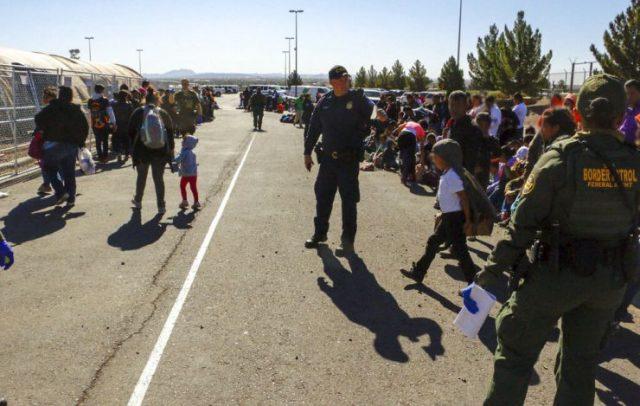 移民继续涌入?GoFundMe筹集的钱已建完私人边境墙