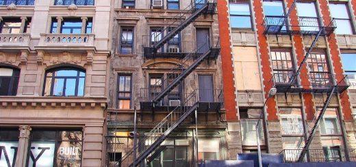 """纽约""""最严""""租金管制法引发强烈反弹 业主团体告政府违宪"""