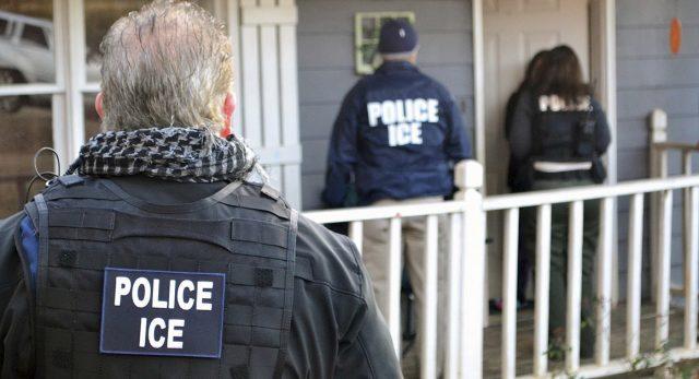 ICE大搜捕来势汹汹,全美多地想方设法应对