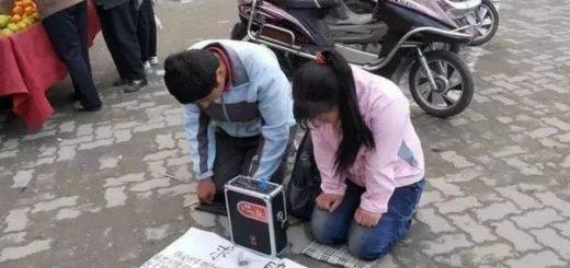 直击|那群跪地向外国人乞讨的中国大妈被抓了