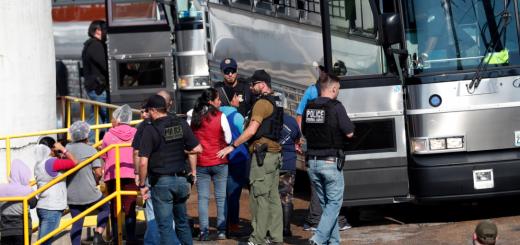 密西西比州移民大扫荡后 ICE释放300人
