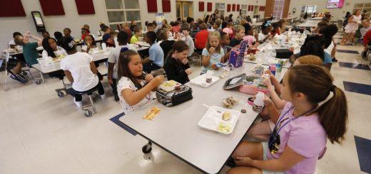 贸易战影响农产品,让全美公校餐厅菜单发生变化
