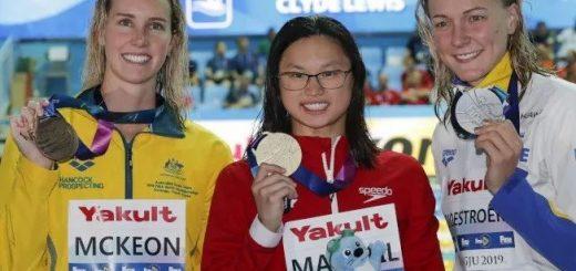 从弃婴到世界冠军,19岁华裔女孩,创造最新百米蝶泳记录!