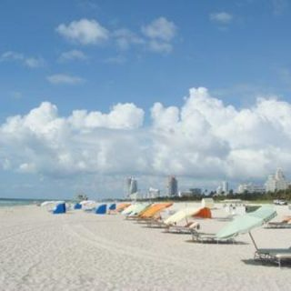 耗費1600萬 美國政府每天把沙倒在邁阿密海灘上