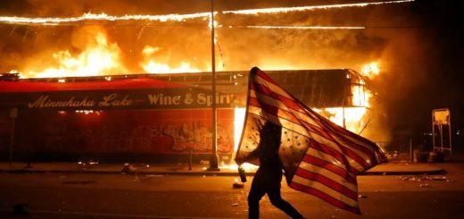 银行被砸LV被抢,1400人被捕,美国骚乱越发失控!旁边加拿大同样情况严峻...