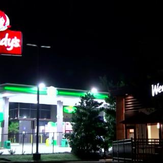 亚特兰大一非裔男子快餐店外拒捕 遭警察枪杀
