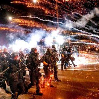史无前例!联邦执法人员待命 应对选举日前后可能骚乱 3/4选民担心暴动