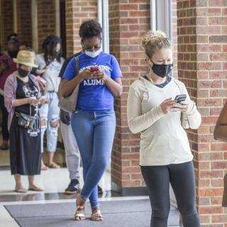 美联邦法官下令禁止乔州移除数千选民