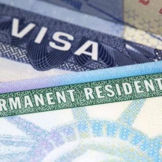 12万新移民可以买机票来美国了!拜登还想废除未来总统限制移民的权力...