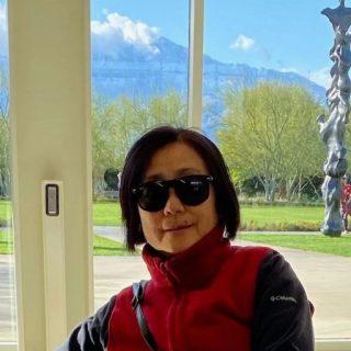 气愤!美国64岁华女清晨遛狗,被女游民刺死!嫌犯事发前刚因攻击人被提前释放!