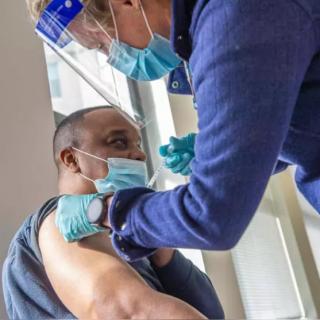 骤增135%!美97%住院者没打疫苗,专家给出最狠警告:不打疫苗早晚会感染!