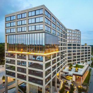亚城12层写字楼成交价超过3亿美金!市场估计租金还将飙升!